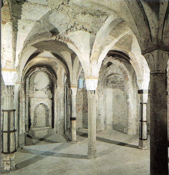File:Cripta di sant'eusebio