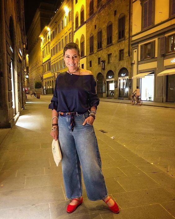 Eh, sim, de jeans... rsss Camisa de cetim marinho da @annexeoficial calça @cosstores foulard/cinto @hermes sapatinho @momagioielli e…