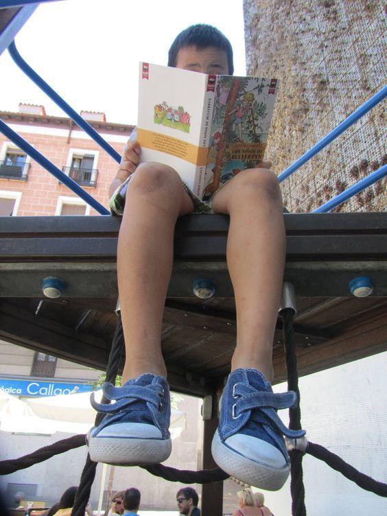 Los niños de Bullerbyn, leer y jugar