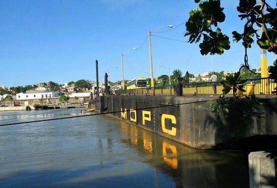 Restablecen transito por puente flotante
