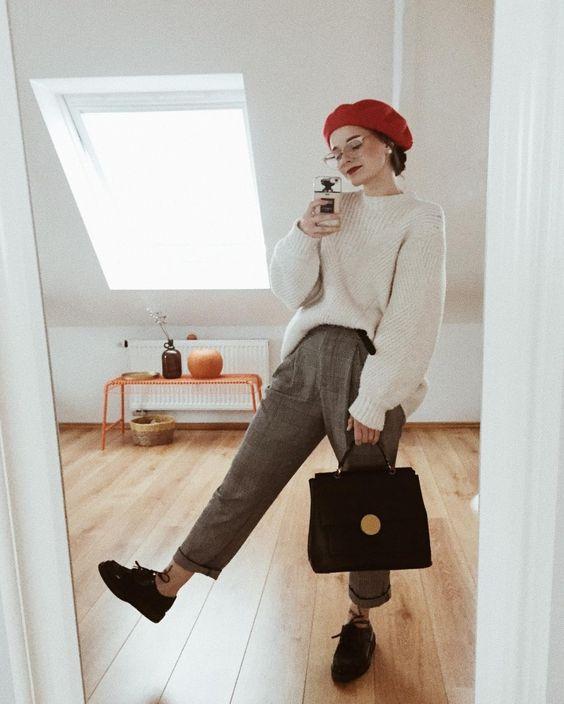 Outfit de pantalón a cuadros gris