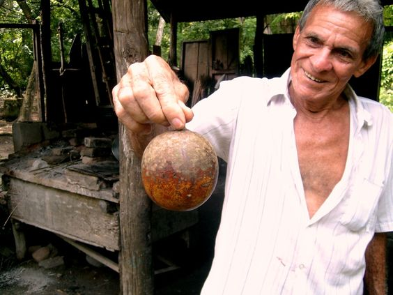 Proud Mompox resident showing a coconut just taken from the palm tree