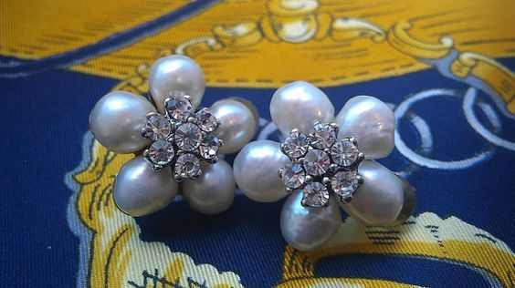 Vintage Siman Tu Pearl Flower Clipons