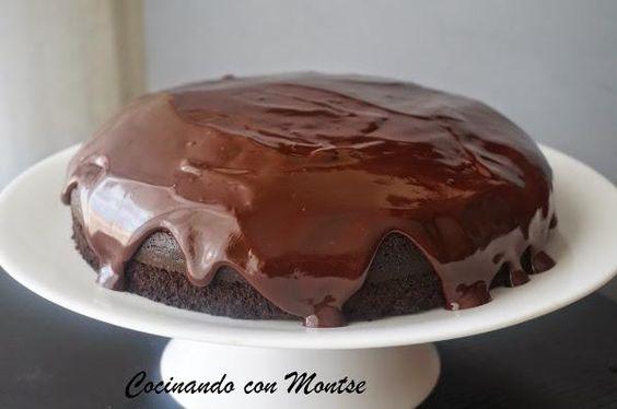 Las cosas de siempre son las que triunfan, como este bizcocho de chocolate de COCINANDO CON MONTSE.
