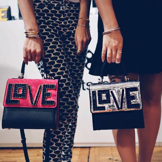 """@mariasole_cecchi quero levar a coleção toda da Le Petit Joueurs pra casa, mas se for para escolher apenas um modelo, fico com a """"Mini Alex"""" que veio em várias cores e estilo! Coleção show! #showroom #btviaja #thassiafrenchdays #thassiaemparis #inlove"""