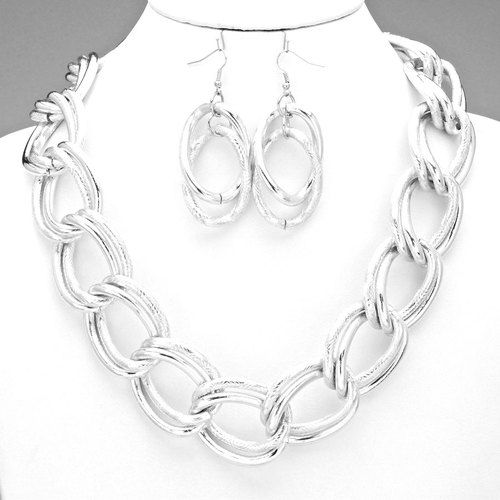 Chained Perfect Necklace Set 9/15/15 http://www.sassnfrass.net/a-chained-perfect-necklace-set/