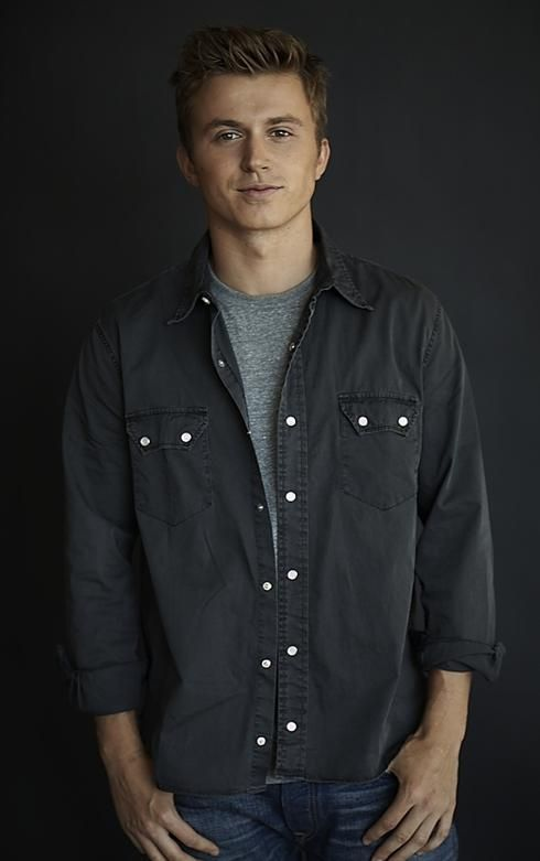 Just saw Footloose last night. And of course the one thing I get out of it is a new obsession with Kenny Wormald.