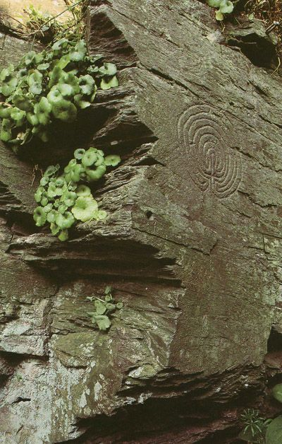 Prehistoric spiral carving, Cornwall, England. Labyrinths and mazes have a history that can be traced back over 4000 years. The earliest examples are found carved on rocks in various parts of the world. Labyrinths have been a potent symbol in many cultures for thousands of years but mazes are of more recent origin, evolving from the earlier labyrinths around five hundred years ago