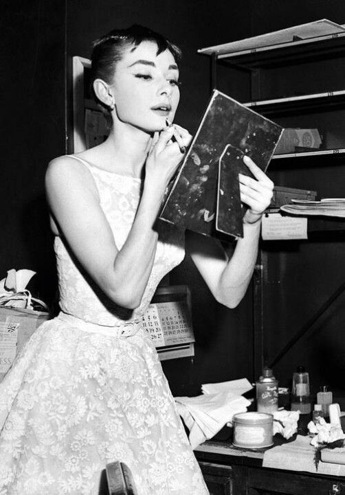 Audrey fixing her make up