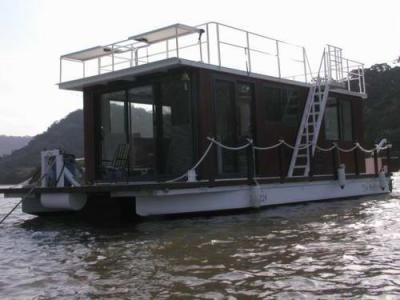 Homemade Pontoon House Boats: Basically a Pontoon Houseboat Log Cabin on the water. After a years worth of weekends, lots of aluminum and sweat later... the Nuthouse was born.  Since