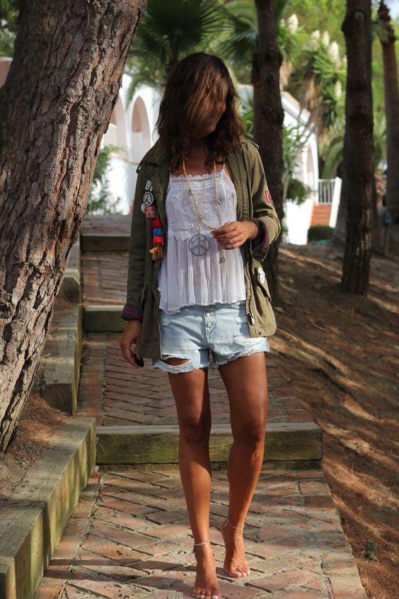 Parka: Buylevard (AQUÍ).  Shorts: H&M (sales).  Top: Mango.  Joyas/jewellery: PAO (Tarifa). Instagram @paomucciolo