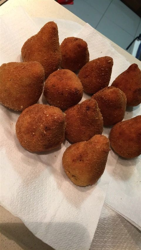 • Coxinhas de frango ! Receita super fácil em www.receitasdacarivisse.com   Home - www.receitasdacarivisse.com
