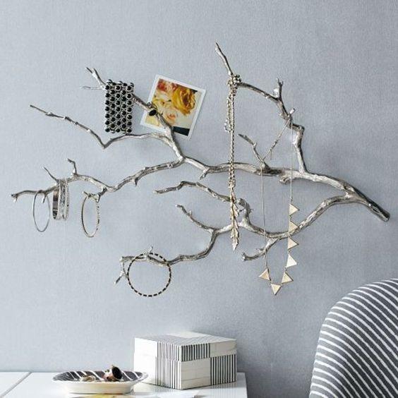 porte bijoux mural design, une branche couleur argent