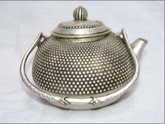 noimagesareutterlysilent:  Rare old Ancient China, silver teapot