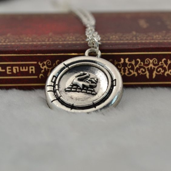 From the popular TV series Once, this wonderfully detailed zinc alloy replica comes with a nearly 24-inch adjustable chain. Just like the one worn by Emma Swan in the show. You're gonna love it! This