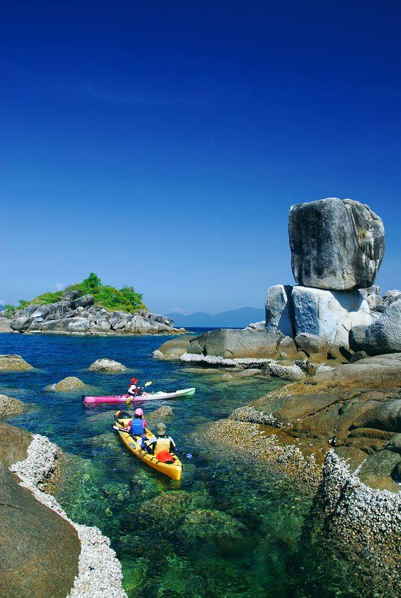 No es sólo un viaje, es una experiencia que quedara marcada! Kayaking in Thailand. Must do!