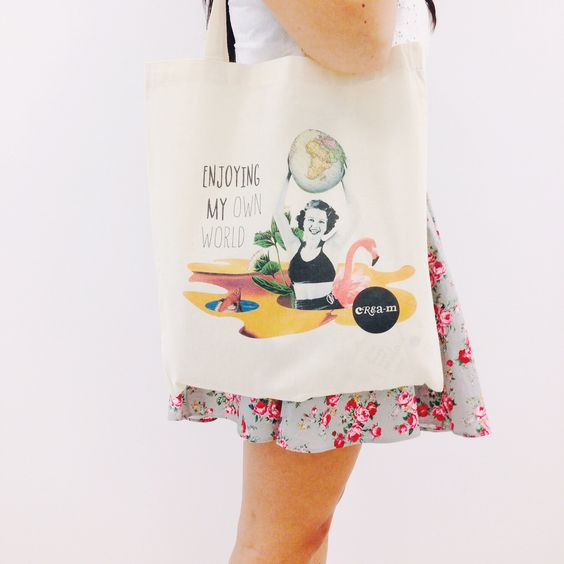 "Tote bag de color ""Enjoying my own world"":"