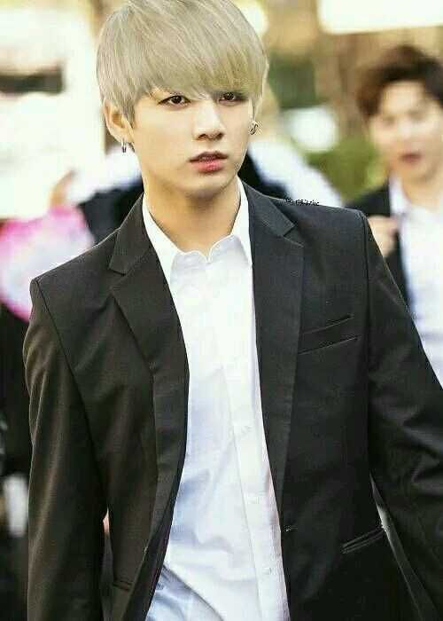 jungkook from bts with blonde hair crap he looks so good k pop pinterest blondes hair. Black Bedroom Furniture Sets. Home Design Ideas