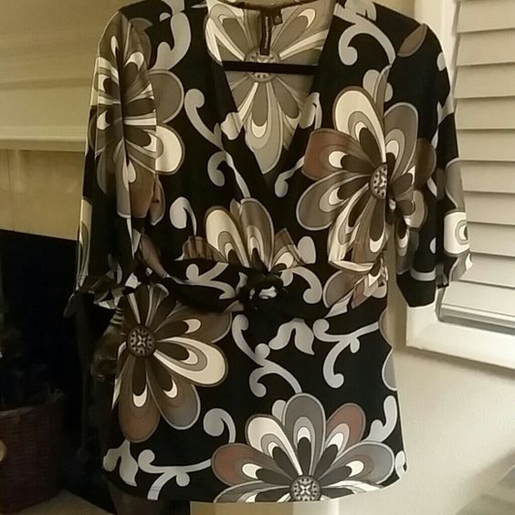 **Susan Lawrence Top Really cute Like new Tops