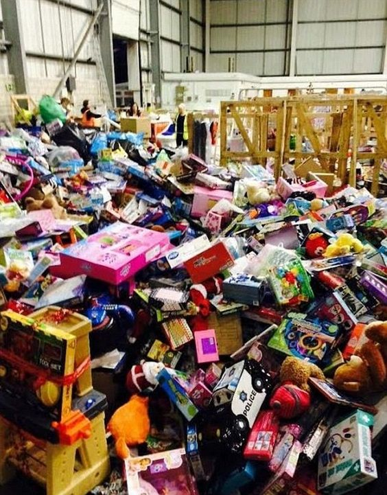 Ex ManU player Rio Ferdinand donated £500.000 worth of toys to needy children for Chistmas