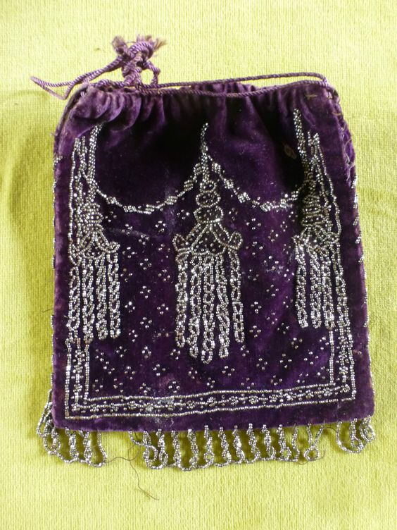 19TH CENTURY ANTIQUE VELVET AND  CUT STEEL BEAD DRAWSTRING  PURSE / BAG