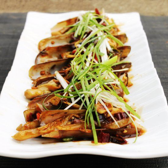 Stir Fried Razor Clams with Oyster Sauce, Chili, Ginger & Garlic. Plus, Tips on How to Clean & Cook Razor or Bamboo Clams.