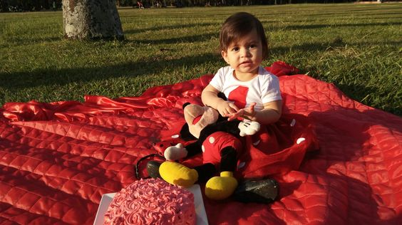 Laura, festa de 1 ano minnie