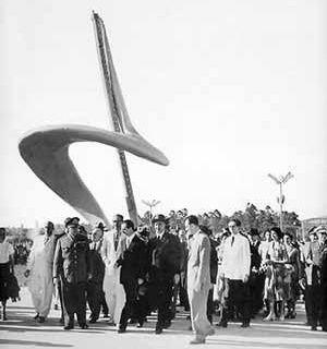 Inauguração do Parque do Ibirapuera / Monumento do IV Centenário de São Paulo [Fantasia Brasileira – o balé do IV Centenário. São Paulo, SESC, 1998]