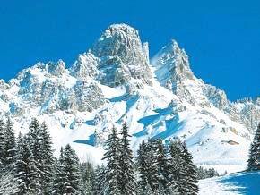 #Meribel en plein coeur des Alpes du Nord, dans la vallée des Allues, s'affirme comme l'une des plus grandes stations village de France. Intégrée au plus Grand Domaine skiable du monde, les 3 Vallées, elle s'est construite une renommée internationale. Le domaine, regroupe 6 stations de renom : Courchevel, La Tania, Val Thorens, Les Menuires, Méribel et Brides Les Bains qui, pour le plus grand plaisir des skieurs, offre une qualité d'enneigement idéale et près de 600 km de pistes.