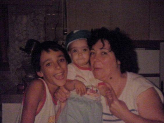 Con mama y mi hermano