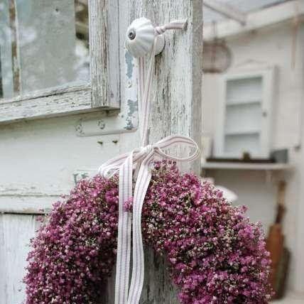 Imagem de http://www.wood-finishes-direct.com/blog/wp-content/uploads/2014/05/shabby_chic_door.jpg.