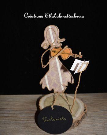 Sculpture de papier originale entièrement faite à la main ayant pour titre : Violoniste