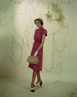 Love the classic woven basket purse. #vintage #fashion #1940s
