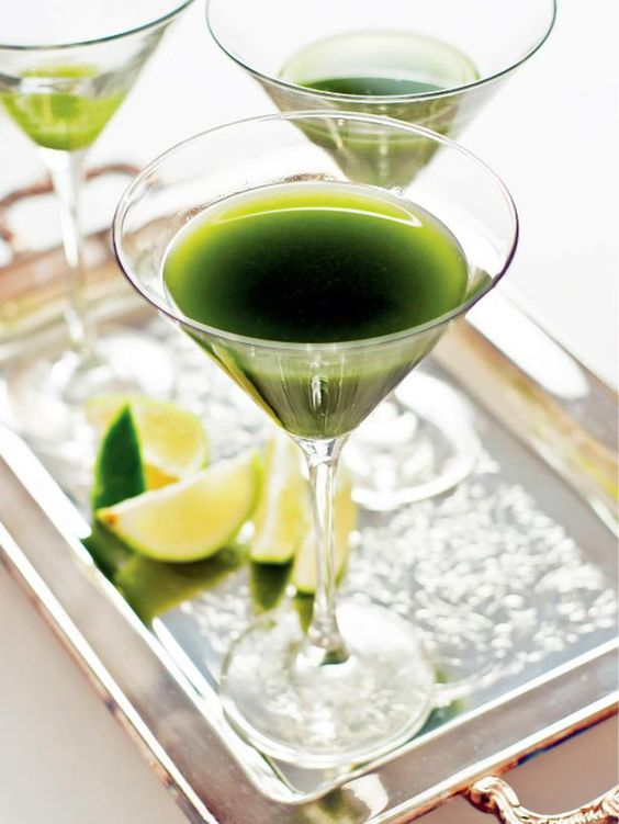 Give your St. Patrick's Day outfit the full effect with a green cocktail in hand. Sweet matcha powder, lime, simple syrup and gin combine to create a drink that's sweet, tart and incredibly delicious --> http://hg.tv/sp2l