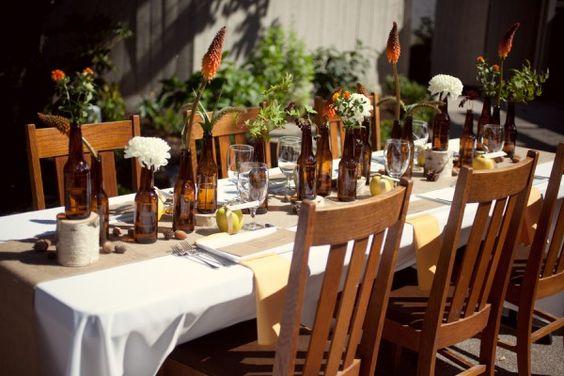 Idée déco de table bouteilles pour un mariage sur le thème du vin