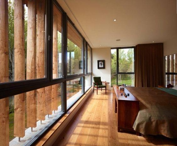 hausrenovierung schlafzimmer holzboden glas schiebefenster