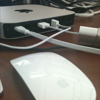 Wanna more Apple things? Sad, but yes T.T