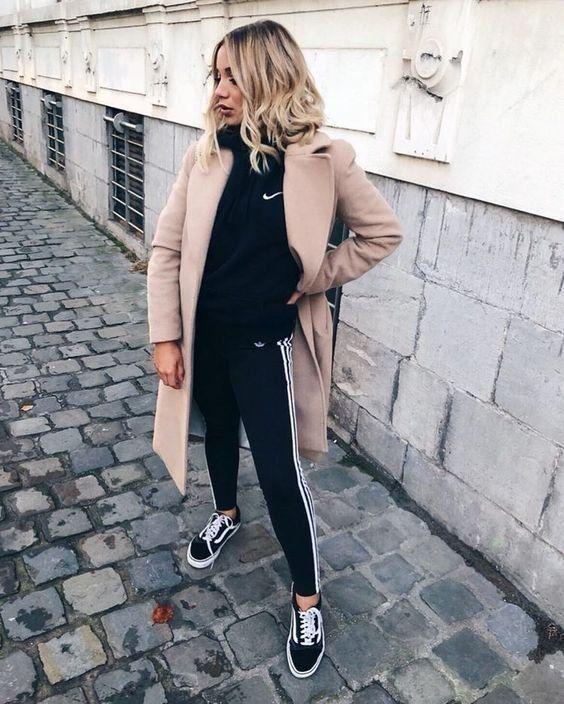 Tenue d'automne | Manteau | Pantalons de survêtement | Automne | Inspiration | En savoir plus sur Fashionchick  #automne #inspiration #manteau #pantalons #survetement #tenue