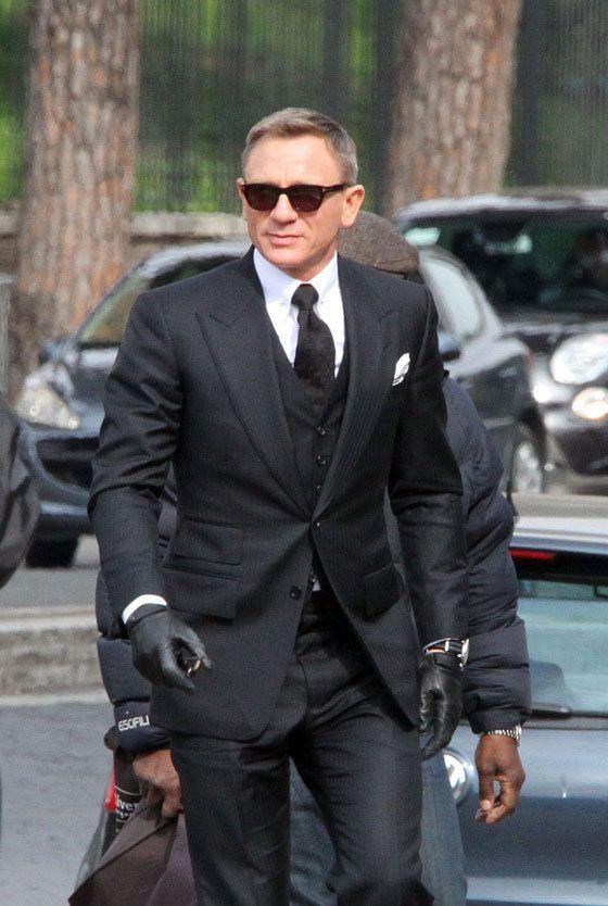 James Bond Suits Daniel Craig Looks Dapper Wearing This