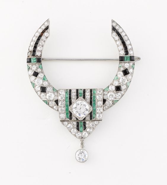 Total Deco - Brooch made from onyx, emerald and diamonds, circa 1919 Van Cleef & Arpels