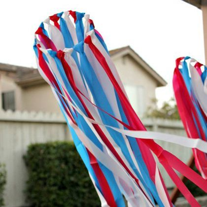 Need something for the kiddos to do this 4th of July? Let them make streamers to help decorate!: