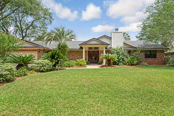 (SOLD) 14455 PABLO TERRACE - Welcome to your own little slice of Margaritaville! Everything about this renovated 3 bedroom, 2.5 bath boat lovers home screams fun.