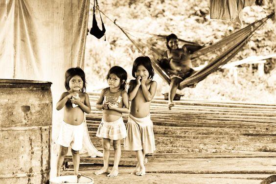Waraos girls in the Orinoco Delta (Venezuela)