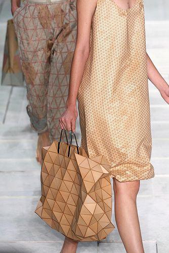 Maria Bonita: wooden bag  an Issey Miyake Bilbao bag => original