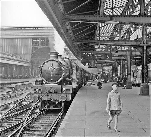 """This is Birmingham on Twitter: """"Snow Hill Station 1962 - Courtesy of Geoff…"""