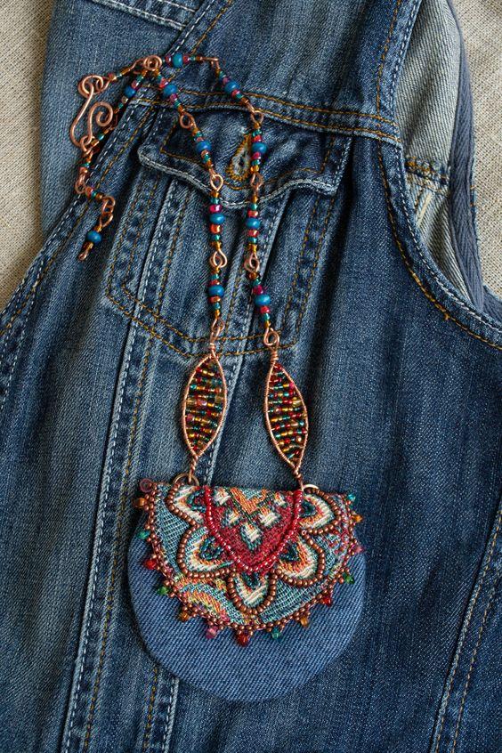 ساخت آویز فانتزی با لباس های جین کهنه