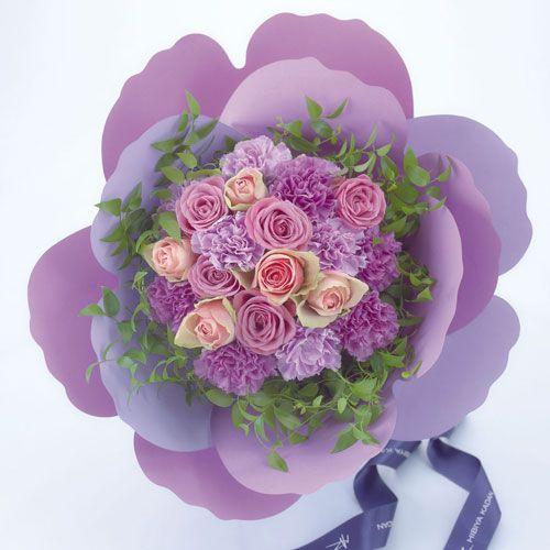 日比谷花壇 カーネーションの形をした花束「ペタロ・カーネーション ボヌール エテルネ」
