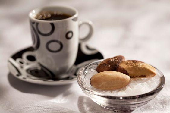Já experimentou? Harmonização de cafe com castanhas do Pará. http://www.mexidodeideias.com.br/index.php/receitas/harmonizacao-de-cafe-com-castanha-do-para/