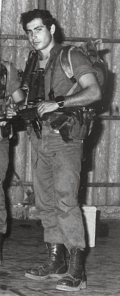 Young, sexy and badass! Benjamin Netanyahu as a soldier in Sayeret Matkal (Photo credit: Wikicommons/ GPO)