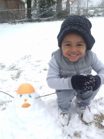 Via @WRAL: snow days/snowman